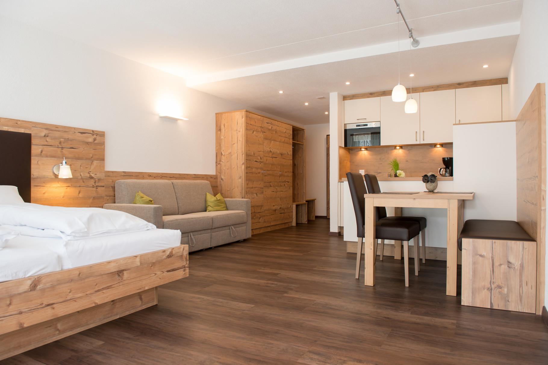 Ferienwohnung-Wohn-und-Schlafbereich