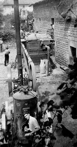 Jour de batteuse à Champseau (années 30)