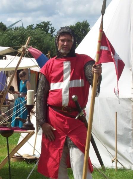 Bruder Norbert in seiner Rüstung