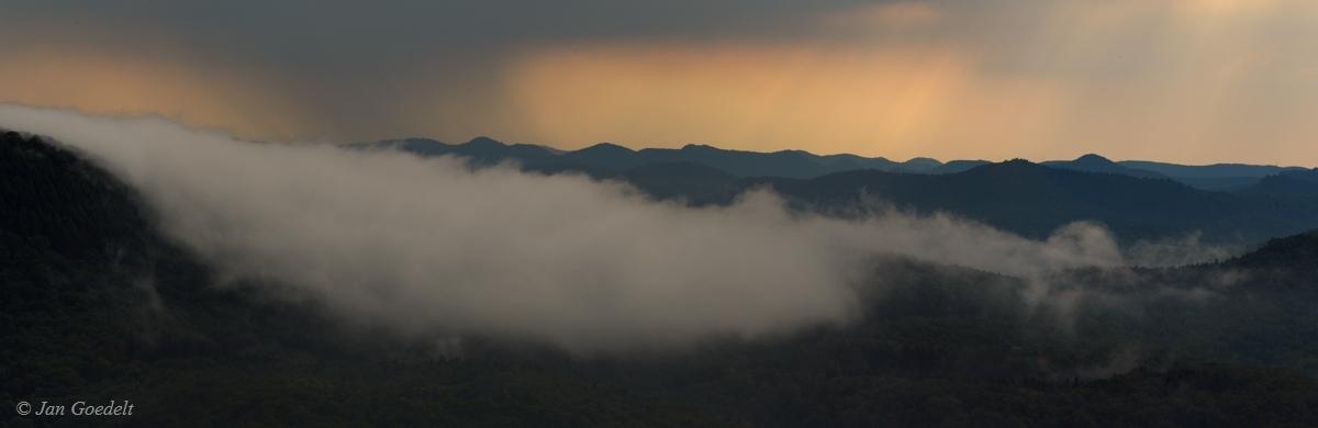 Gewitterstimmung über dem Pfälzer Wald