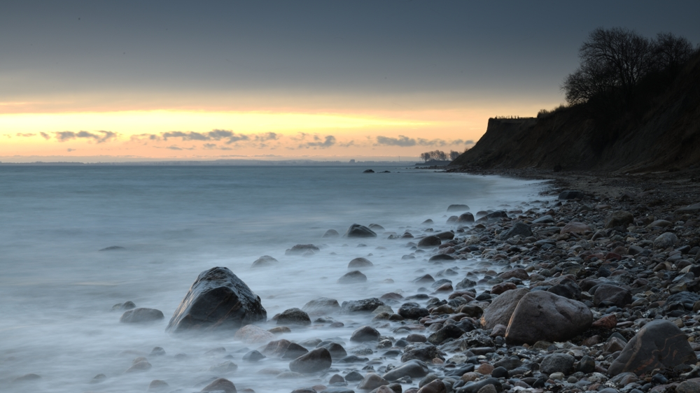 Zum Sonnenaufgang an der Steilküste