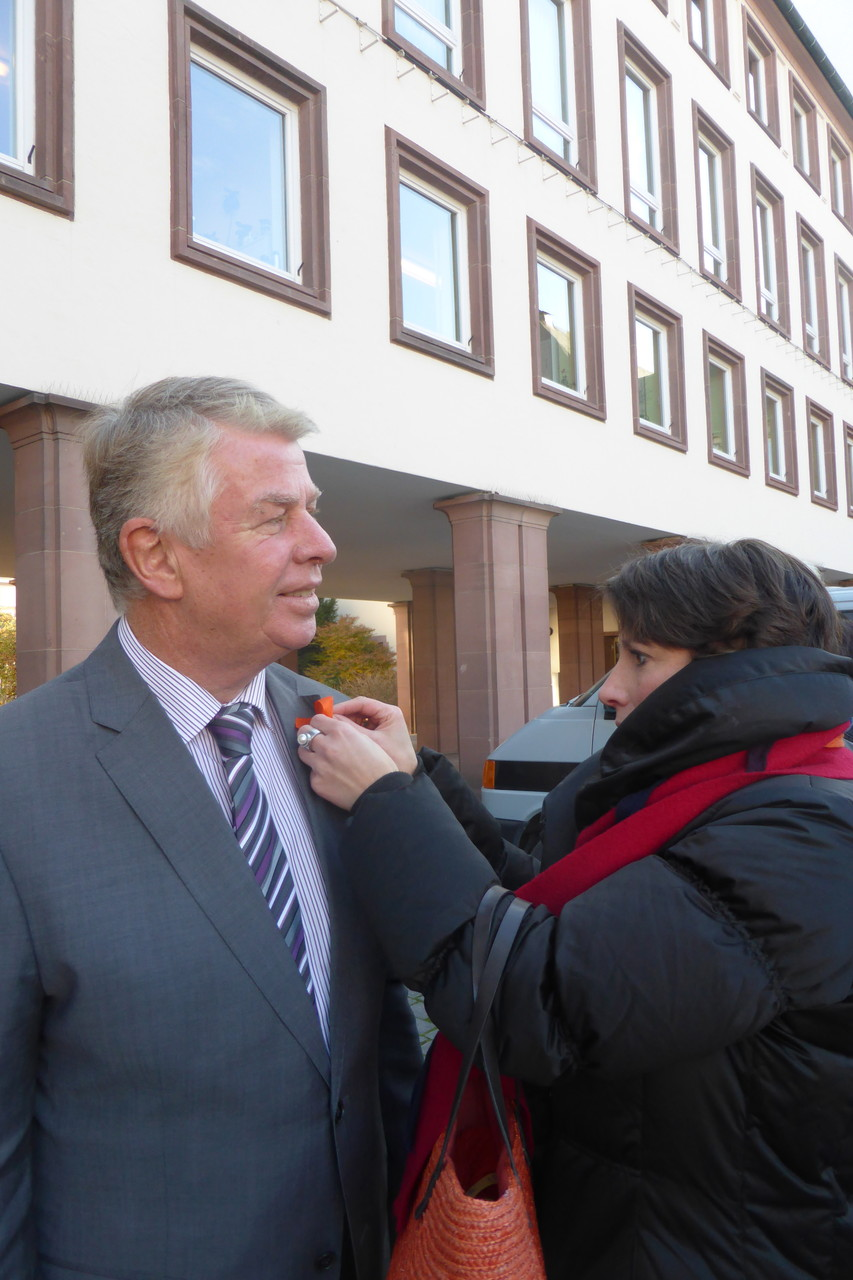 2014 11 Wir nahmen es wörtlich. We´ve oranged our Oberbürgermeister Michael Kissel.