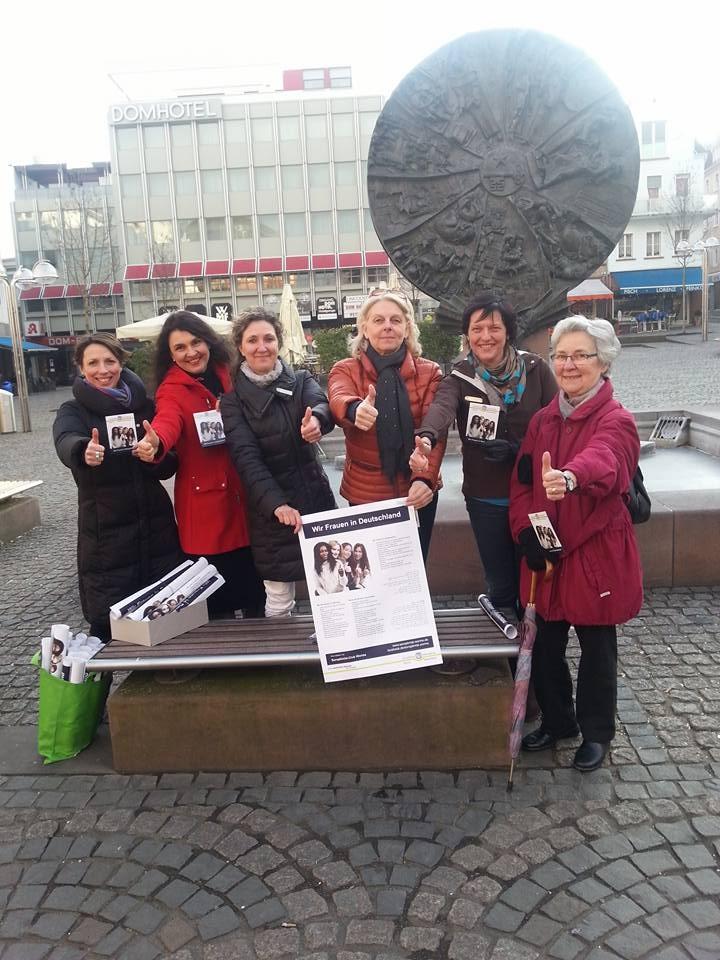 2016 03 Weltfrauentag Aktion am Obermarkt