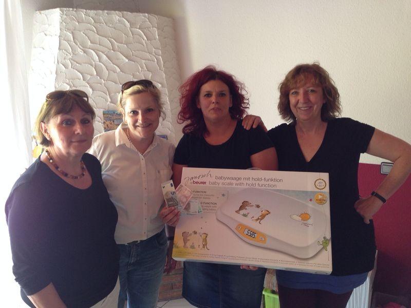 """2014 07 Spendenübergabe """"Babywaage"""" an das Haus Mirjam"""