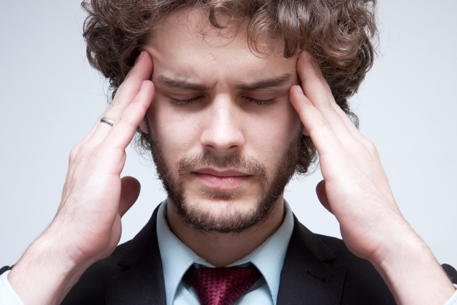 頭痛のある外国男性