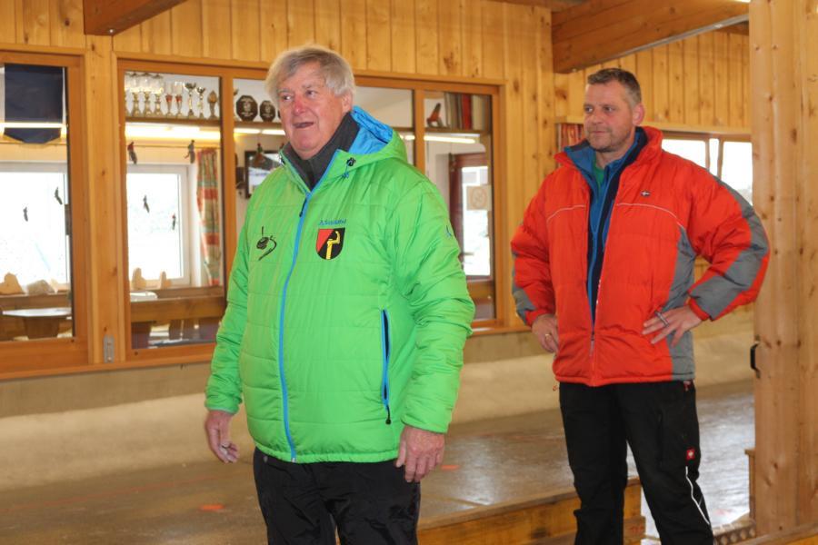 Leonhard Stöckl und Obmann Rupert Strasser begrüßen die Stockschützen - Foto: S.Trabi