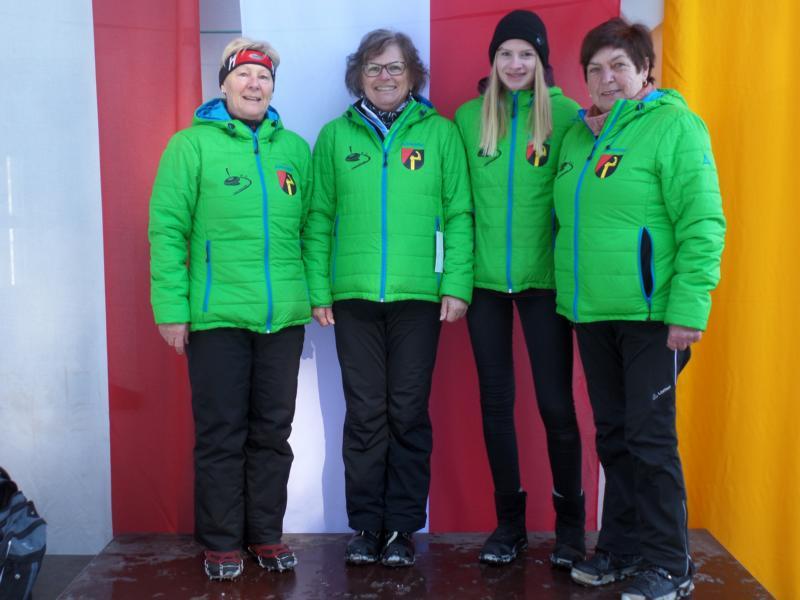 Sieger: EC Oberndorf I: Herta Stöckl, Irmi Aschaber, Monika Friedl, Lisa Thaler