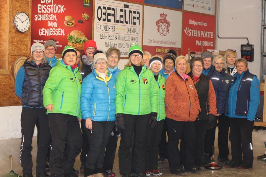 18 Damen aus den Vereinen des Bezirkes