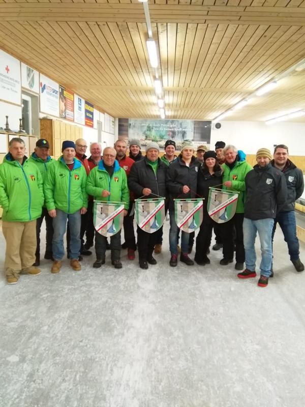 Die Teilnehmer des Gedächtnis-Lospreiseisschießen des ESV Erpfendorf