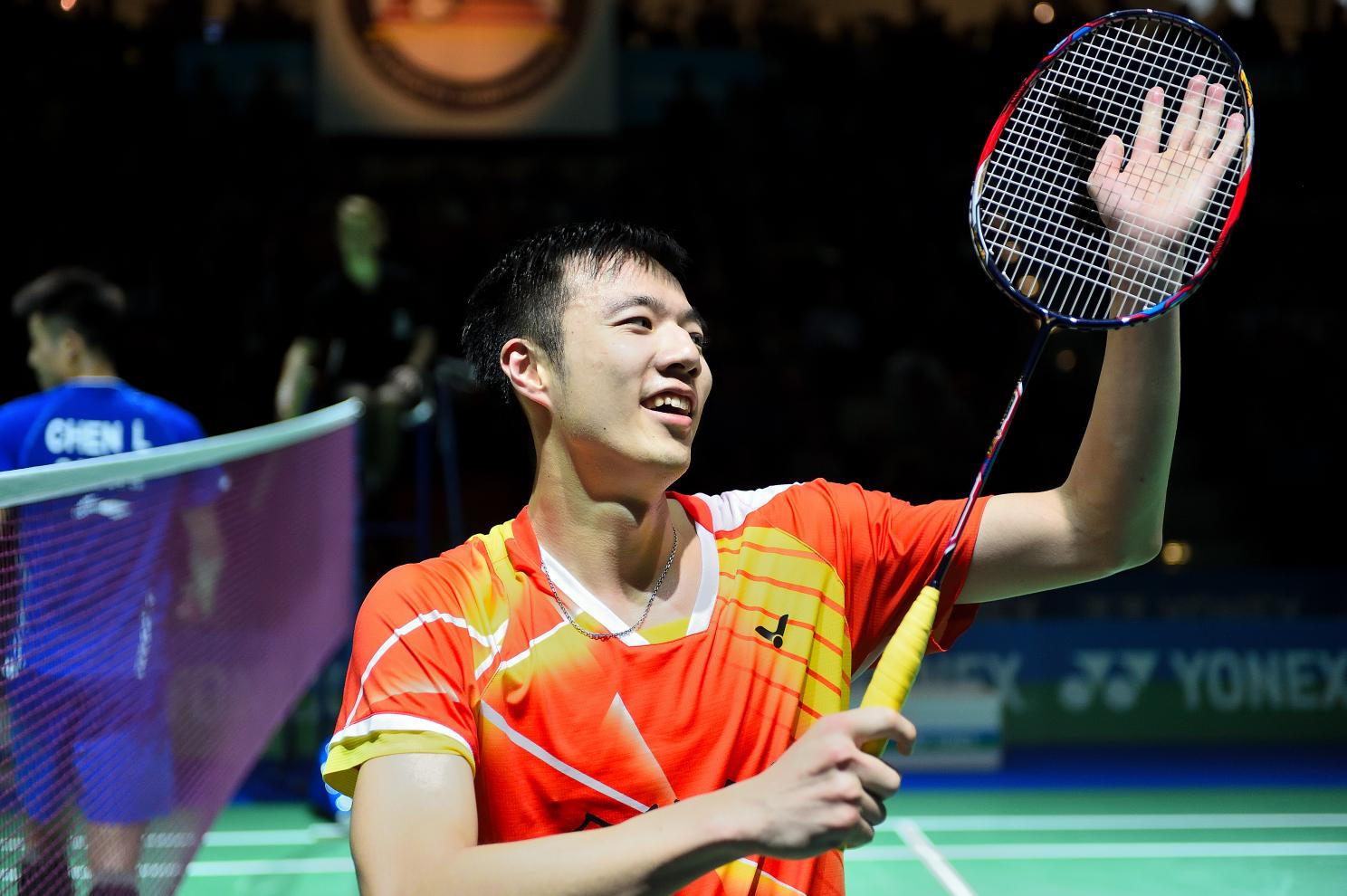 Mit 21:18 9:21 und 21:18 wirft Wang den amtierenden Olympiasieger aus dem Turnier
