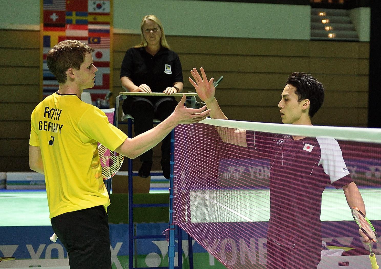 Knapp ausgeschieden ist dagegen leider Fabian Roth. Nach gewonnenem ersten Satz hieß es am Ende 21:10 19:21 16:21 gegen den Japaner Takuma Ueda