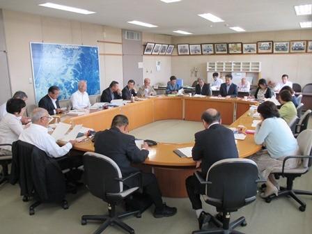 古賀市議会政策推進会議の様子(議員控室)