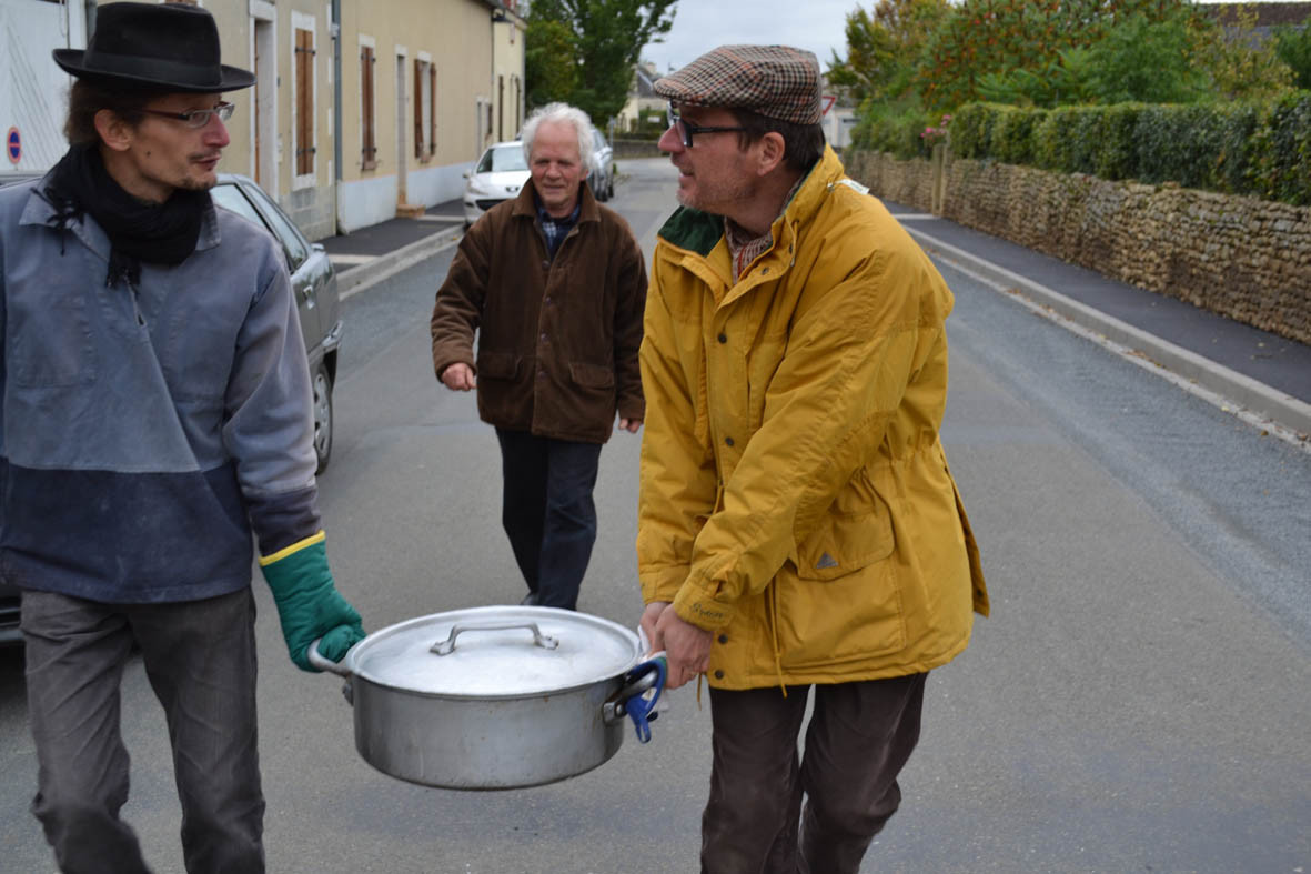 bénévoles et artistes (Samuel, Claude, et Michel)