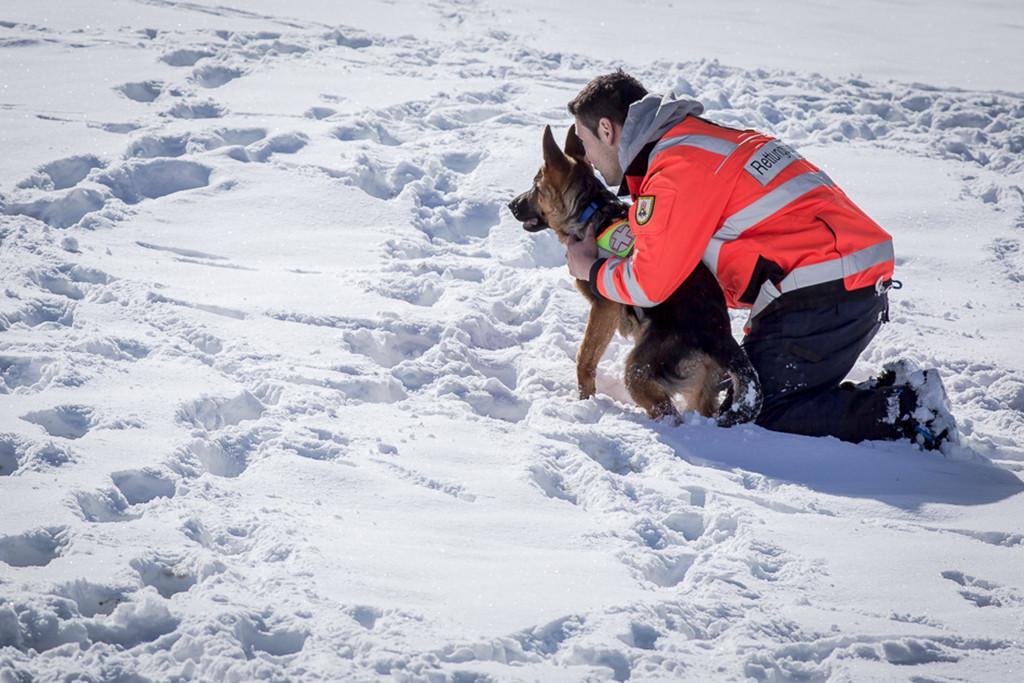 Fynn beim Üben im Schnee im Tirol