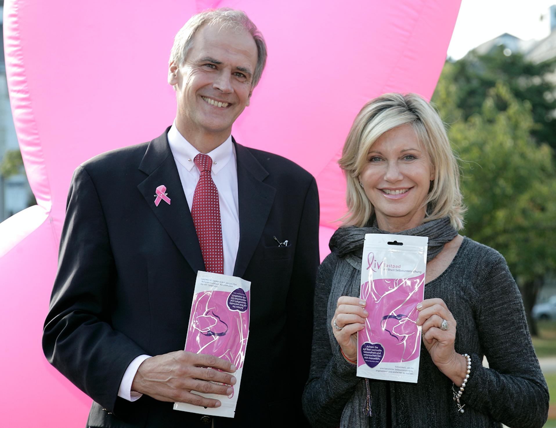 Olivia Newton-John auf Besuch im Brustgesundheitszentrum Hietzing