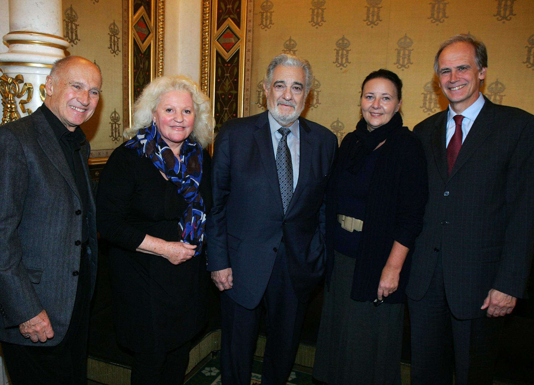 Dickdarmfrüherkennung 2012 in der Oper mit Placido Domingo, Marika Lichter und der Geschäftsführerin der Österreichischen Krebshilfe Frau Doris Kiefhaber