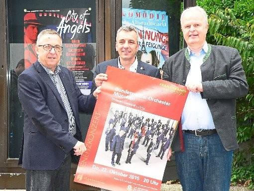 Robert Göhring (von links), Dieter Petrolli und Andreas Dobmeier stellen das Programm des Konzert des Bundespolizeiorchesters München vor. Foto: Albert