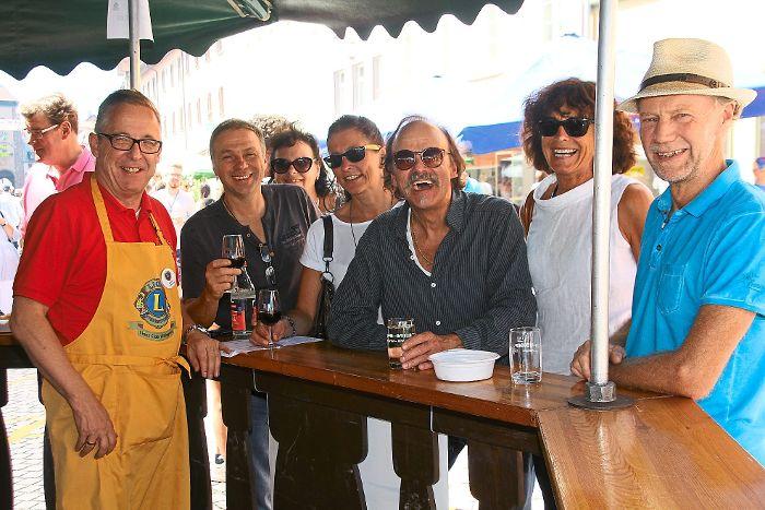 Immer dicht umringt war beim 14. Weinfest in der Villinger Innenstadt der Weinbrunnen. Foto: Schwarzwälder-Bote
