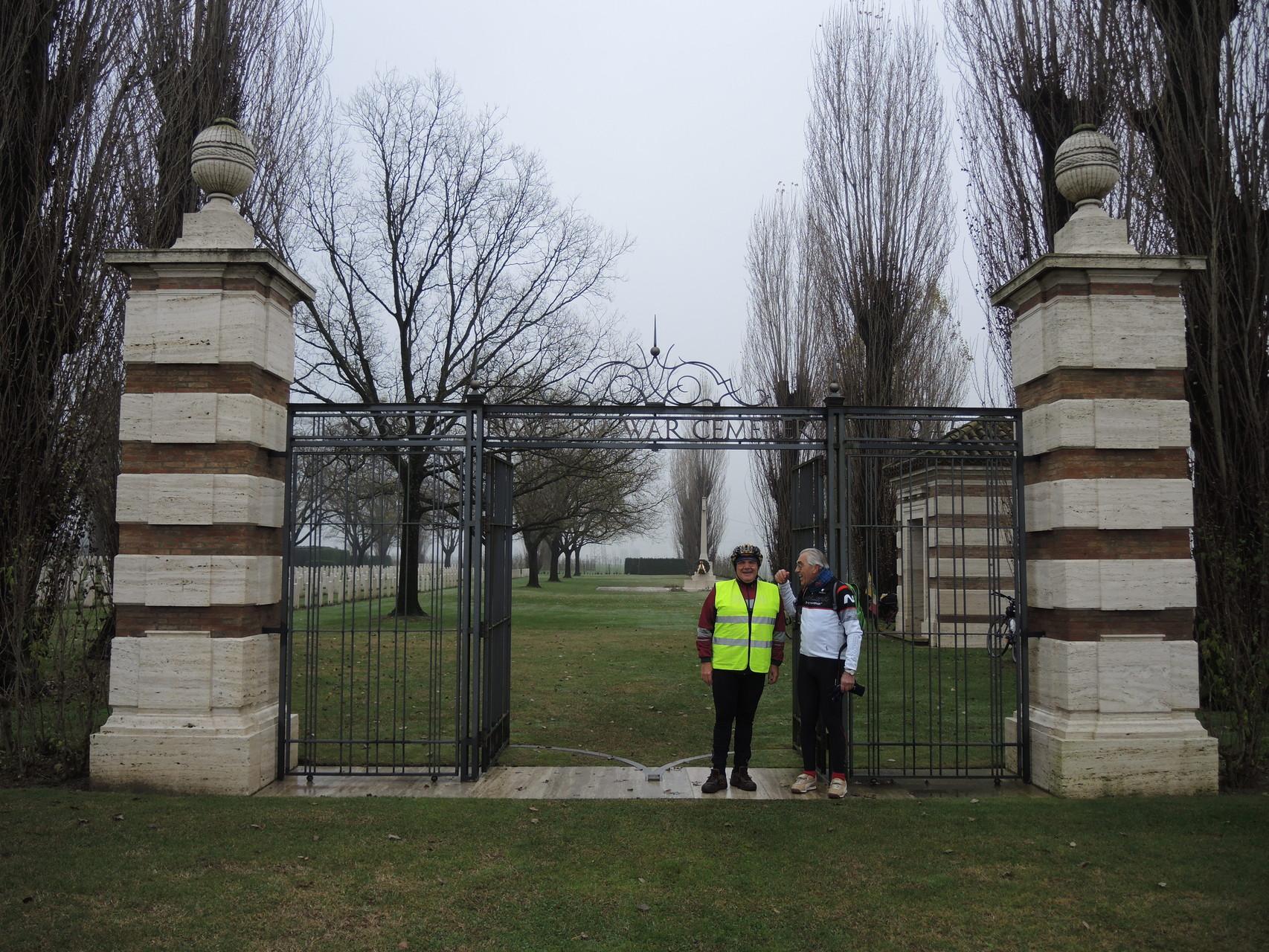 Piangipane, ingresso Cimitero di Guerra del Commonwealth