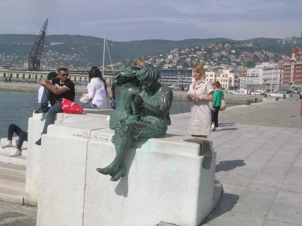 Monumento in P.zza Unità d'Italia