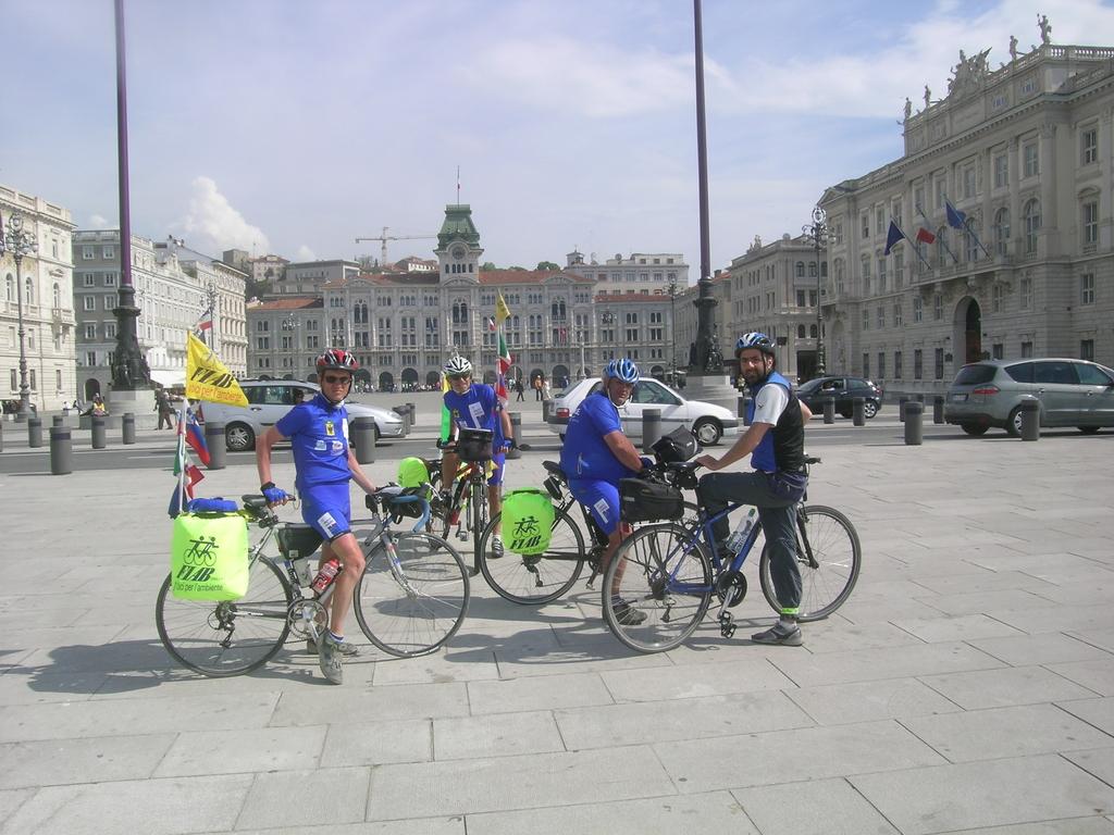 Il gruppo in P.zza Unità d'Italia a Trieste con Federico la nostra guida locale