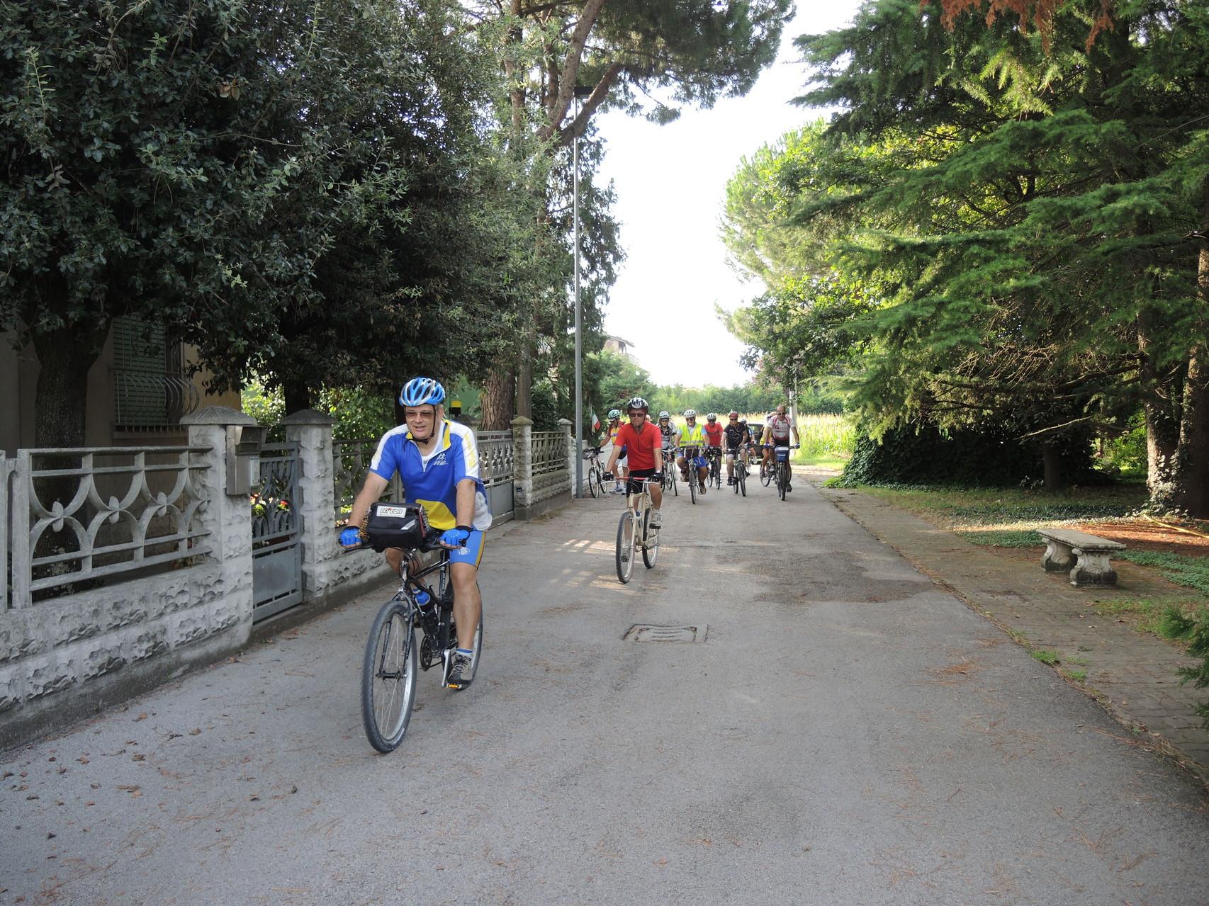 Partenza dalla Osteria del Ciclista di Classe C/O casa Maroni