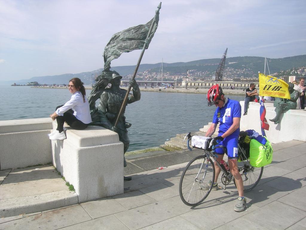 I Bersaglieri arrivano in p.zza Unità d'Italia a Trieste