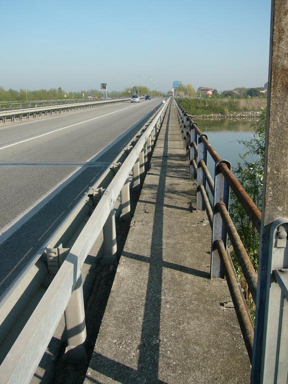 Il ponte della Romea sull'Adige