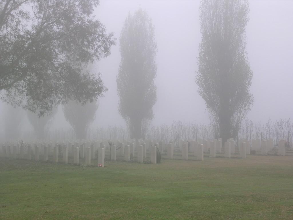 il cimitero nella nebbia