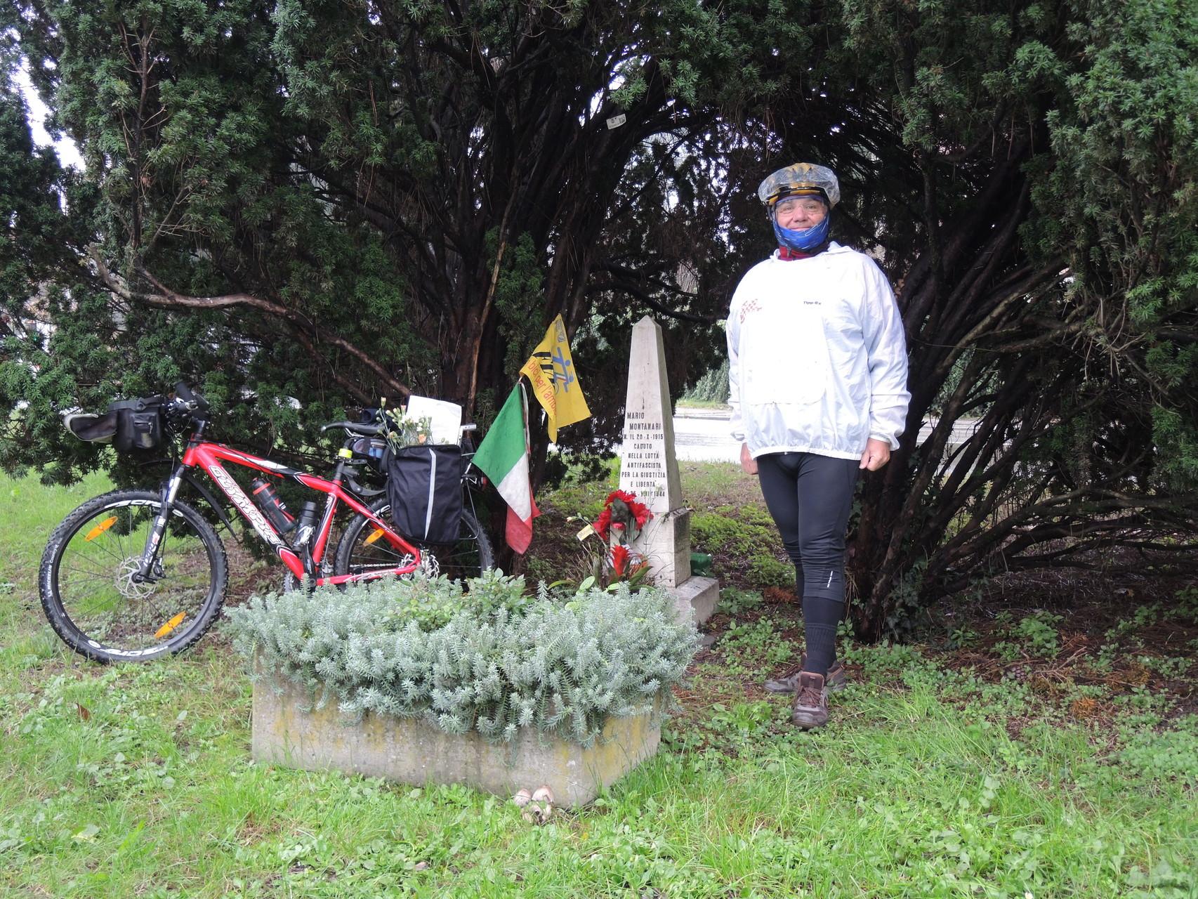 Cippo Prof. Mario Montanari in Via Piave