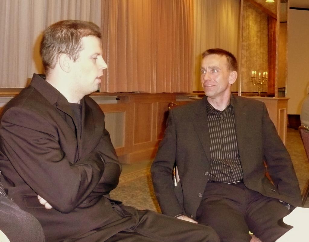 Zwei Ex-Spitzenturner im angeregten Gespräch: Ronny Ziesmer und Ex-Weltmeister Silvio Kroll