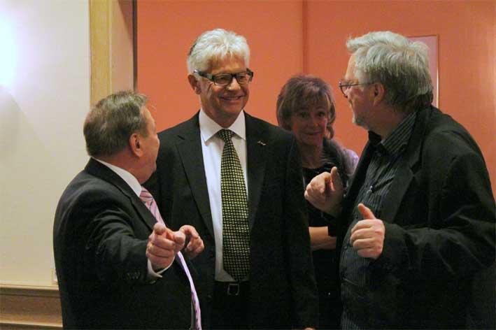 Hartwig Gauder im angeregten Gespräch mit Jürgen Holz (l.) und Stefan Frase