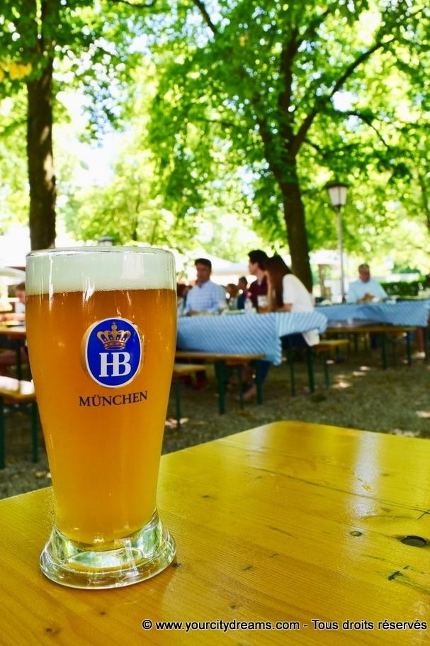 Une bière blanche dans le Biergarten du château de Schleissheim