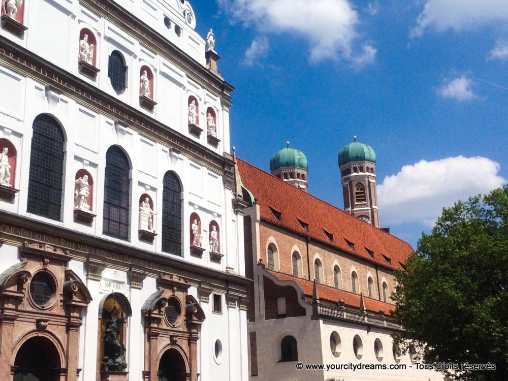 Voyage - circuits à pied dans le centre ville de Munich avec ses boutiques, ses restaurants et ses églises