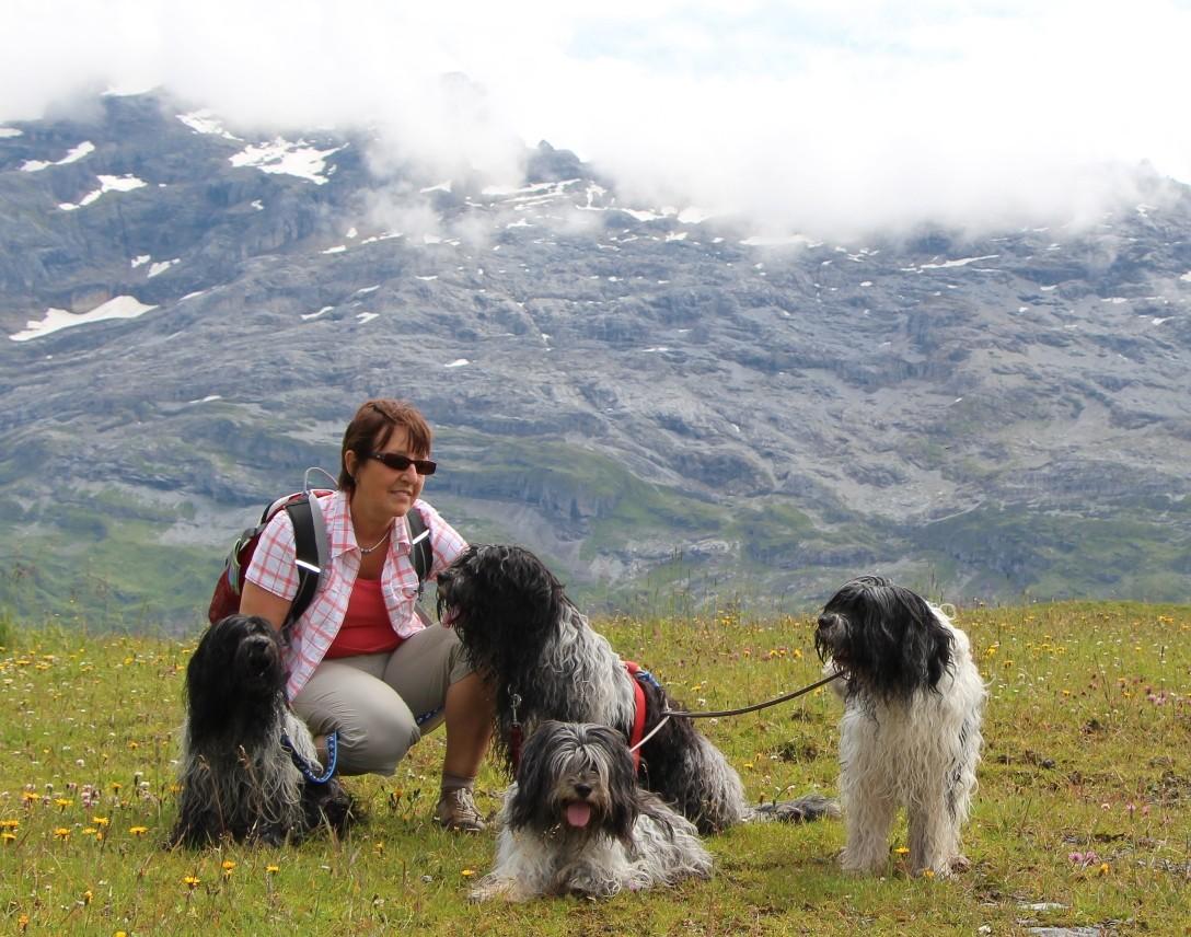 gute Freunde haben Lena + mich auf Lena's letztem Weg begleitet: Lydie mit Fynn, MMM, Tattoo und Isabeau