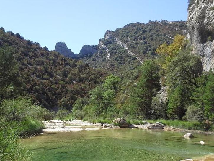 sejour zen en aragon sierra de guara nocito bien-etre marche consciente naturisme ressourcement therapies holistiques piscine naturelle