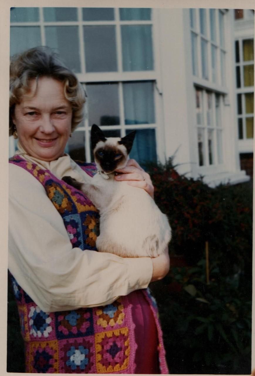 Joan with siamese