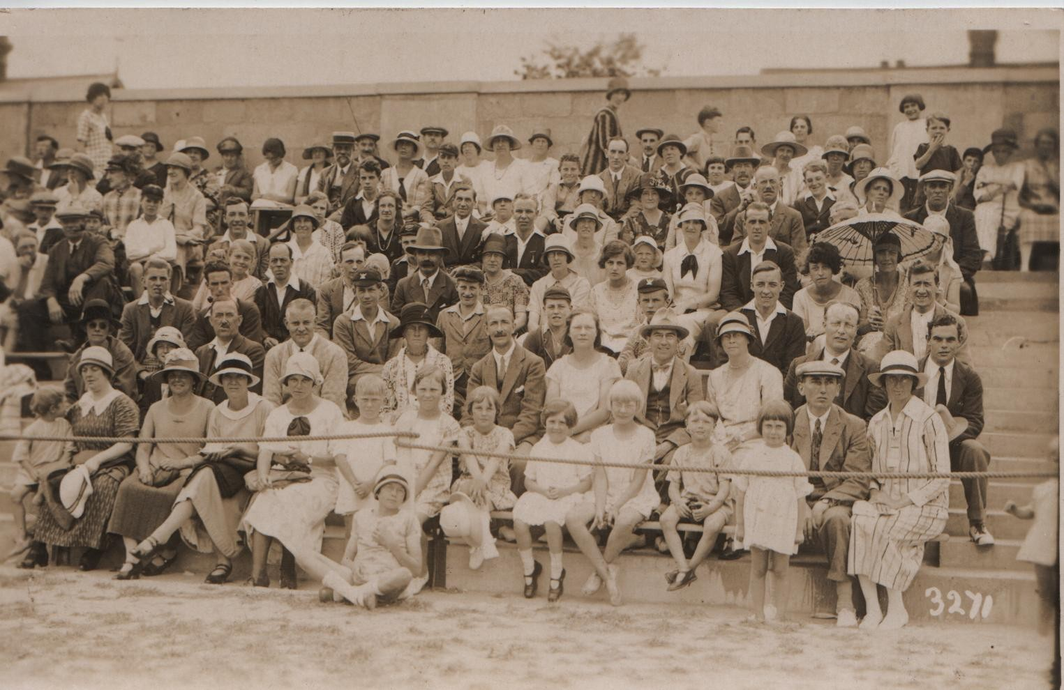 Clacton circa 1925: KML (mid second row large black hat), JGL, Anna; in front, David, Dorothy, Joan