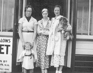 Joan, Dorothy and Anna Seehusen with child circa 1935