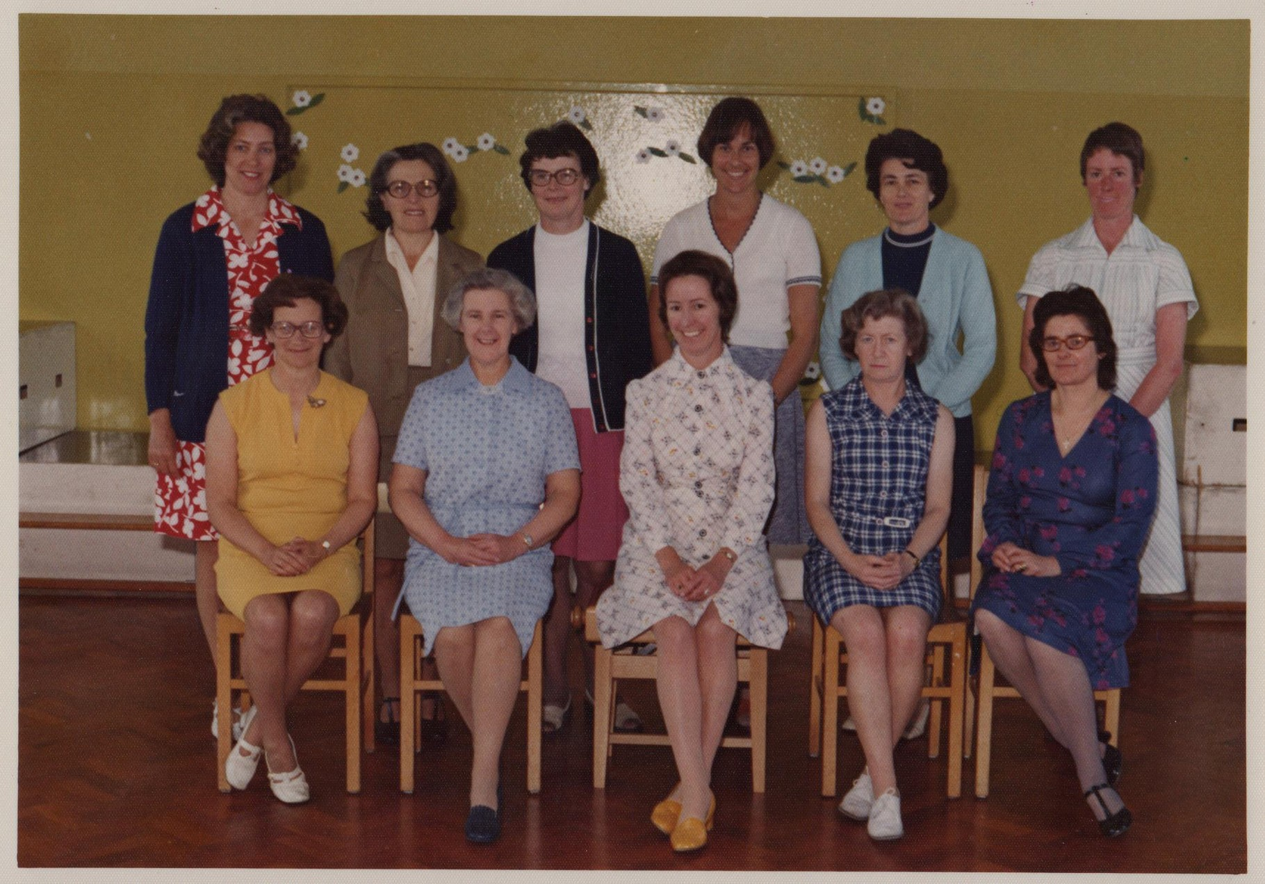 1976 Joan with Earl's Hall Infant staff