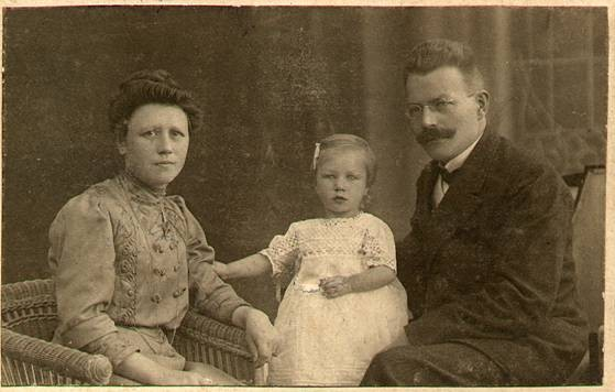 Ernst Seehusen with his wife, Marta, nee Timm, and their daughter Anna circa 1902