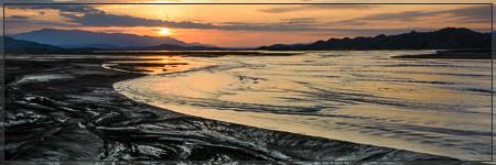 Sunrise behind the Dyngjufjöll from the alluvial plain in front of Dyngjujökull (Askja, Holuhraun, Flæður, Flaedur, Vatnajökull, Jökulsá á Fjöllum, Jökulsá, vaðalda, kistufell, bárðarbunga, bardarbunga, urðarháls, gæsavatnaleið, svartá, trekking, syðri)