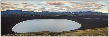 Circular Sauðafellsvatn and Hekla (tent, volcano, lapilli, trekking, rjupnavellir, burfell, hellismannaleid, hellismannaleið)
