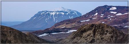 Looking along Eggert towards the Queen of all Mountains: Herðubreið. (hruthalsar, hrúthálsar, herdubreid, odadahraun, ódáðahraun, myvatn, lava, kollóttadyngja, bræðrafell, braedrafell, flatadyngja, lindir, öskjuvegur, útbruni, lindaá, jökulsá, trekking)