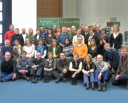 Gruppenfoto des Kollegiums aus 2009