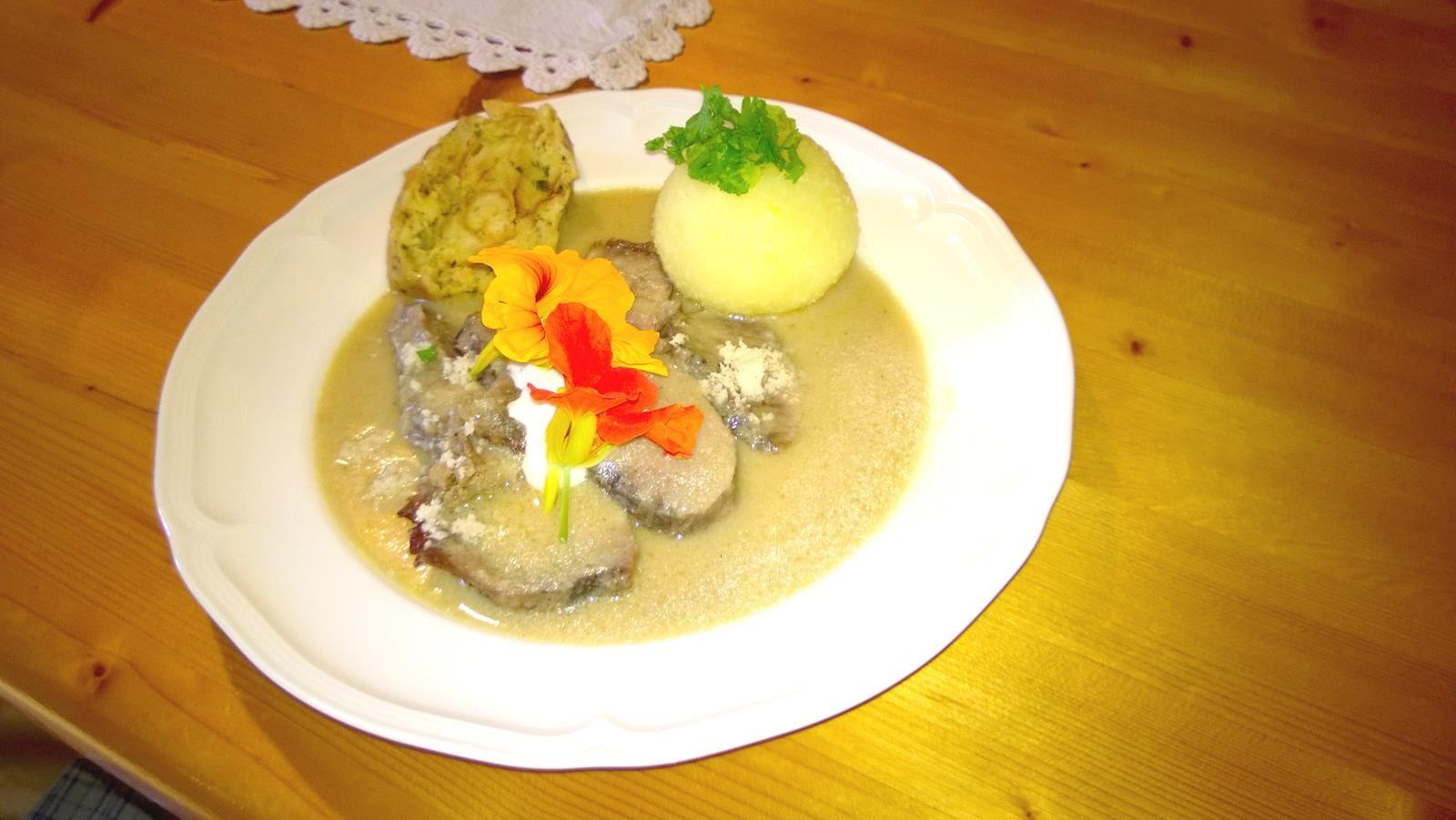 Krehenfleisch mit frisch geriebenem Meerrettich und Klöß'
