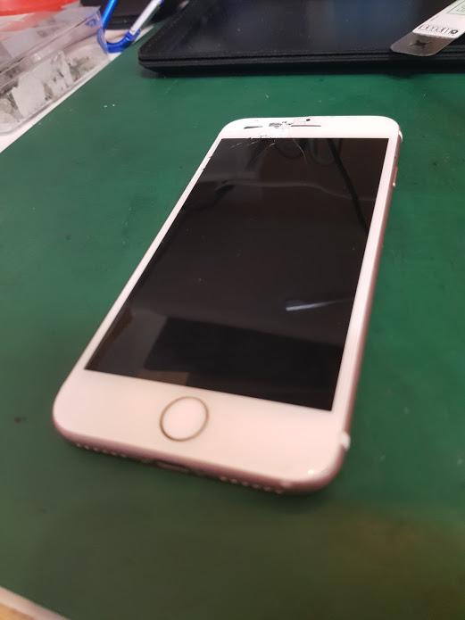iPhone7純正同等パネルで修理