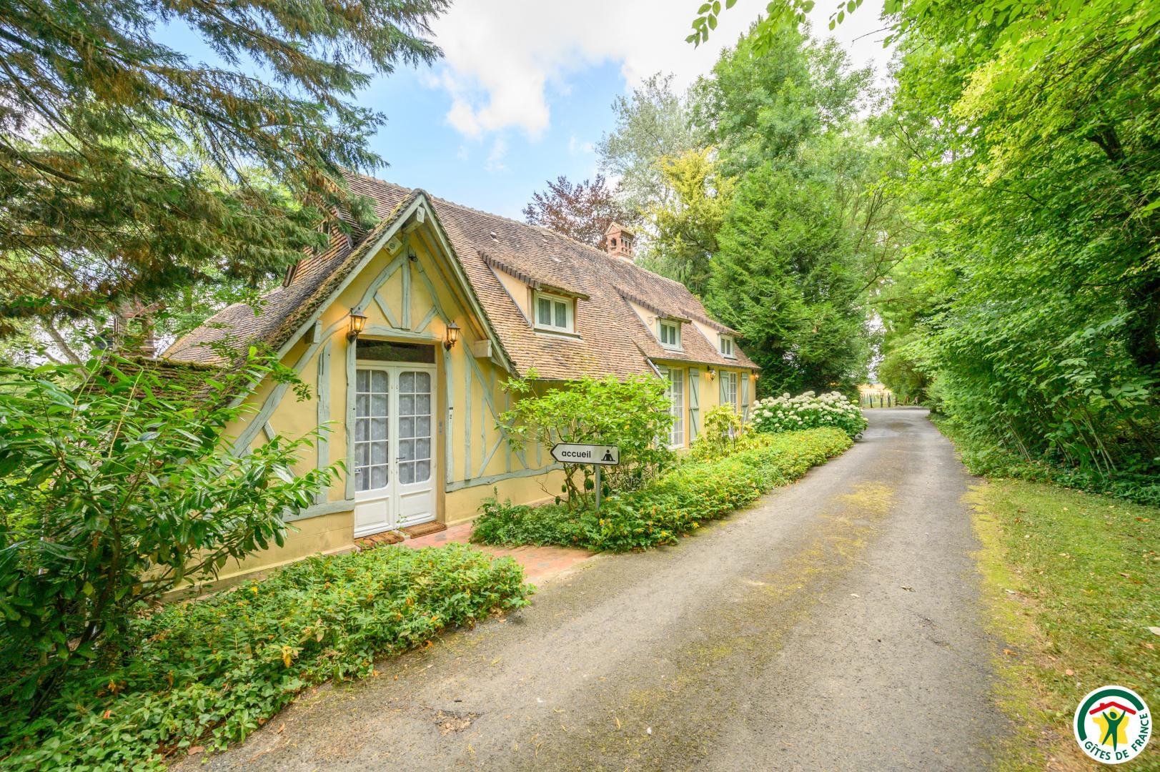Terrasse En Bois Oise accueil - chambre d'hôtes à tillé dans l'oise proche