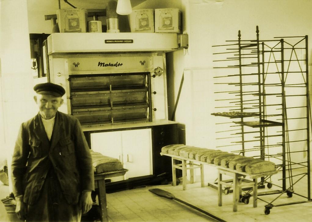 Wilhelm Schmacke in der Backstube