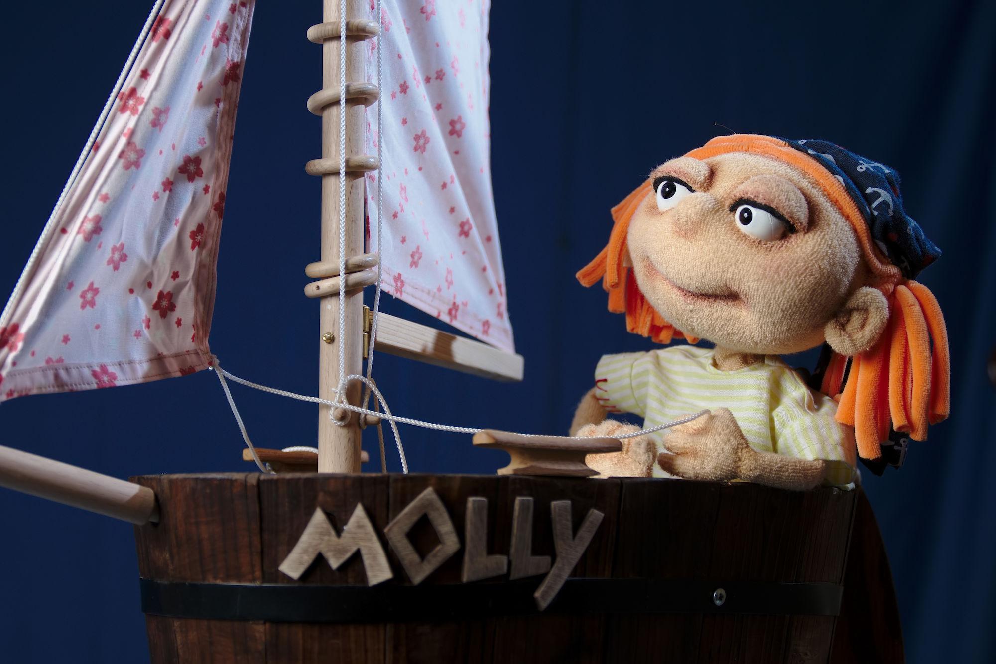 Doch ein Schiff hätten sie besser vorbeifahren lassen sollen, denn an Bord saß Molly.